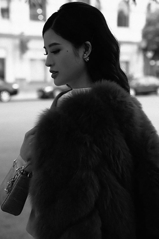 Phan Hoàng Thu sinh năm 1990, được nhiều người biết tới sau khi đoạt danh hiệu Hoa hậu Đông Nam Á 2014. Cô hiện là mẹ đơn thân của một cậu con trai 5 tuổi. Sau nhiều năm đi về lẻ bóng, Phan Hoàng Thu vẫn chưa có ý định kết hôn.