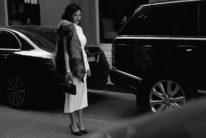 Chiếc túi này trị giá hơn 20.000 USD (khoảng 500 triệu đồng), từng được cô kết hợp với đầm dạ hội và áo dài khi dự sự kiện.