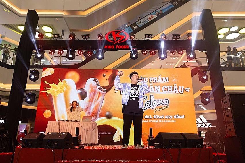 Rapper Yuno Bigboy mang hơi thở Rap Việt vào không gian của lễ hội, tạo nên bữa tiệc âm nhạc đặc sắc.