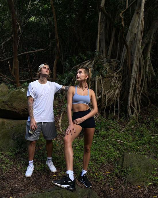 Cặp sao đã có nhiều trải nghiệm thú vị tại quần đảo nhiệt đới, vừa lên rừng trekking, vừa xuống biển bơi lội và lặn ngắm san hô.