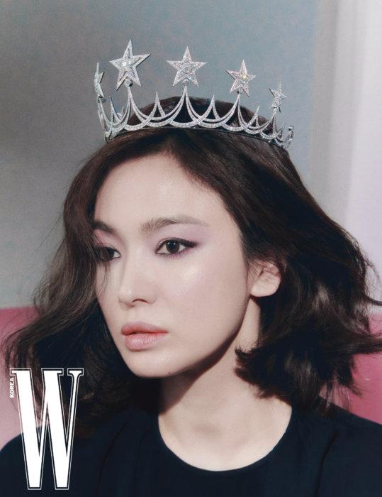 Song Hye Kyo trên W Korea số đầu năm.