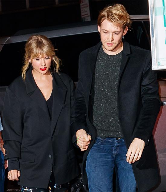 Taylor hạnh phúc bên Joe Alwyn.