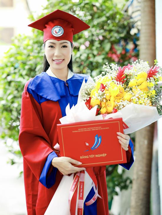 Ở tuổi ngoài 40 và đã được nhà nước phong tặng danh hiệu Nghệ sĩ Ưu tú nhưng Á hậu Việt Nam 1994 rất hạnh phúc khi nhận được tấm bằng tốt nghiệp đại học. Nhiều năm qua cô hoạt động nghệ thuật tích cực, tham gia nhiều phim truyền hình và hiện giữ chức Phó chủ tịch Hội sân khấu TP HCM.