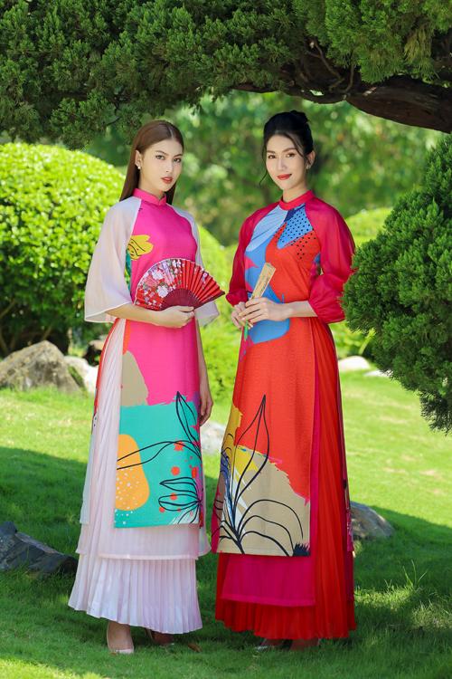 Hai á hậu cùng thể hiện nét duyên dáng và trẻ trung trong các mẫu áo dài cách tân được khai thác trên tông màu rực rỡ.