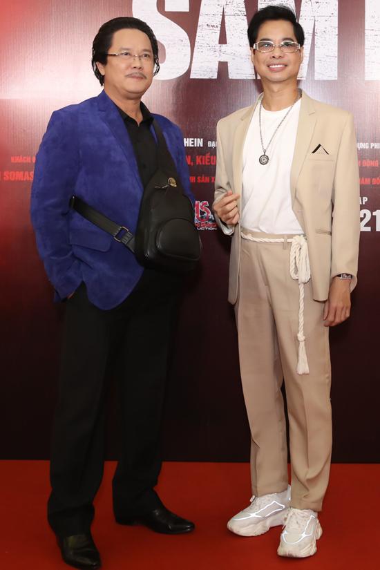 Diễn viên Công Hậu (trái) và ca sĩ Ngọc Sơn hội ngộ trên thảm đỏ.