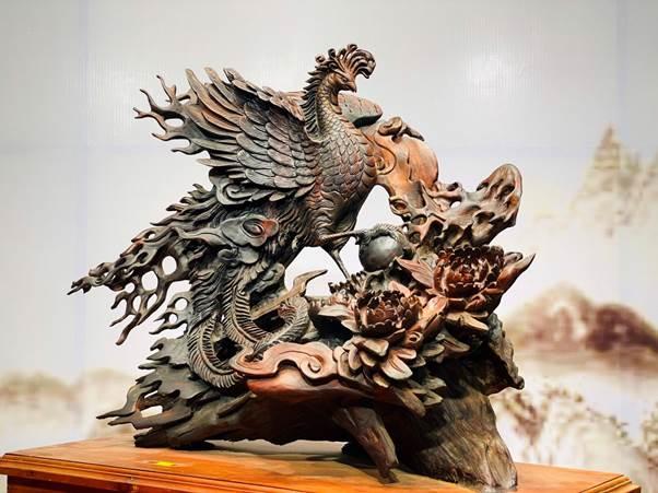 Hỏa phượng hoàng - chim phượng hoàng hay còn gọi là phụng, được coi là linh vật linh thiêng. Nó được xuất hiện trong nhiều nền tôn giáo, là biểu tượng cho sự tái sinh, trí tuệ và ánh sáng. Trong văn hóa phương Đông, phượng hoàng là một trong bốn tứ linh.