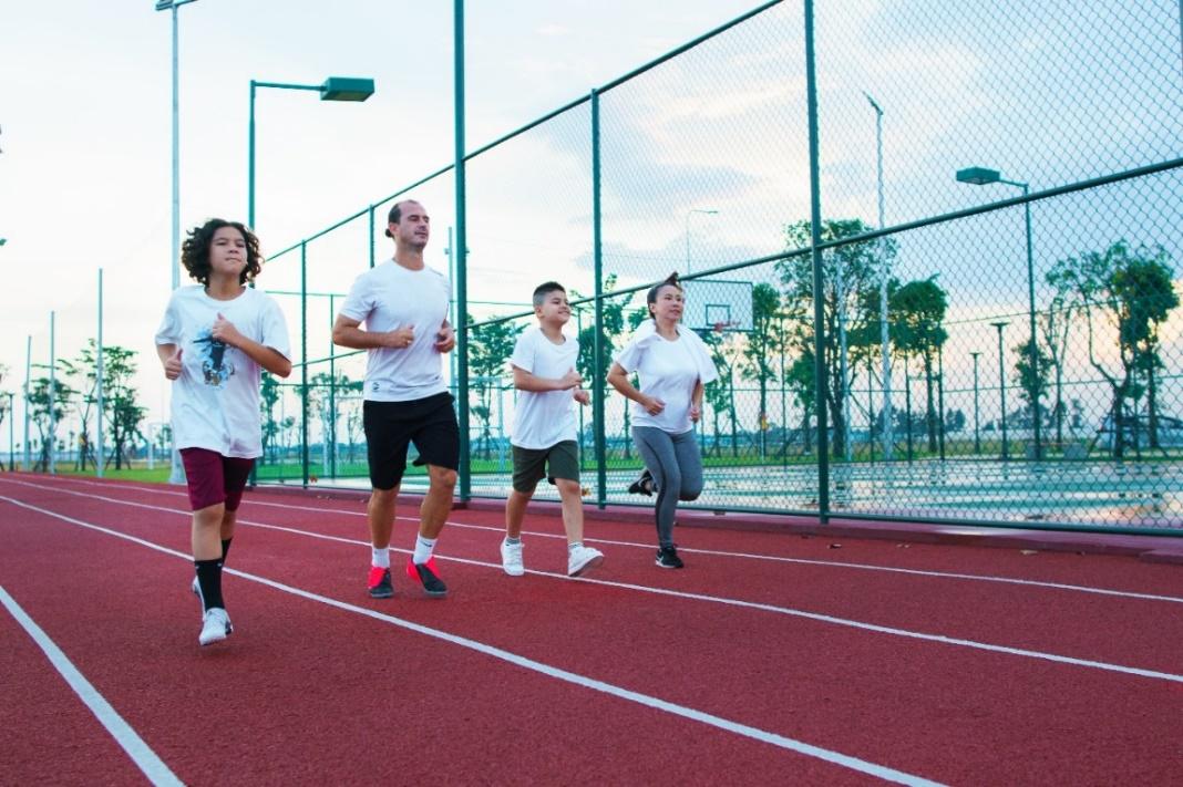 Cư dân khởi động ngày mới tràn đầy năng lượng với các tiện ích thể thao ngoài trời ngay trong khuôn viên khu đô thị. Ảnh: Novaland.