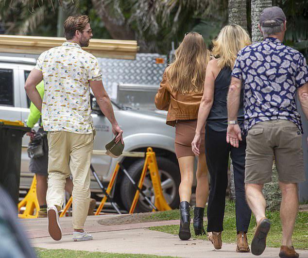 Liam Hemsworth đón sinh nhật với bạn gái và gia đình.