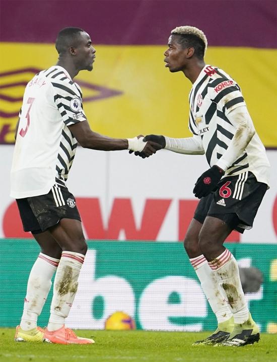 Pogba (bên phải) và Baily mừng bàn thắng tối 12/1 với điệu nhảy hài hước. Ảnh: EPA.
