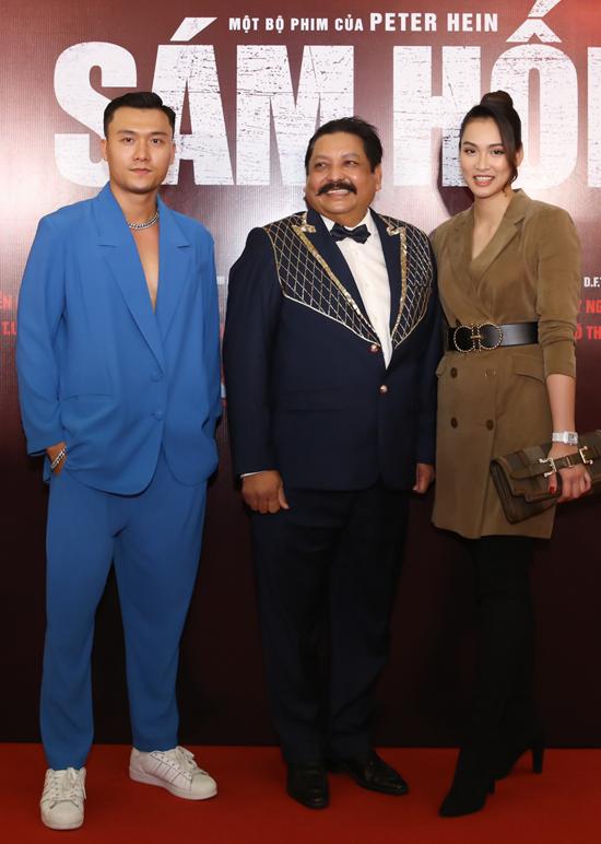 Diễn viên Xuân Phúc (trái) gặp gỡ nhà sản xuất Raja Ramani và người mẫu Vương Thu Phương.