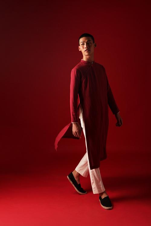Bộ ảnh được thực hiện với sự hỗ trợ của nhiếp ảnh Hứa Quý Long, người mẫu Bảo Anh Yu,trang điểm, Bi Tô, trang phục Duy Khánh, trợ lý nhiếp ảnh Nguyễn Minh Trí.