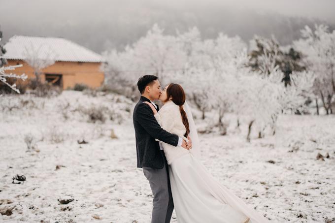 Nhiếp ảnh gia đã bắt trọn được nhiều khoảnh khắc đẹp của cặp Linh - Thương cho album để đời của uyên ương.
