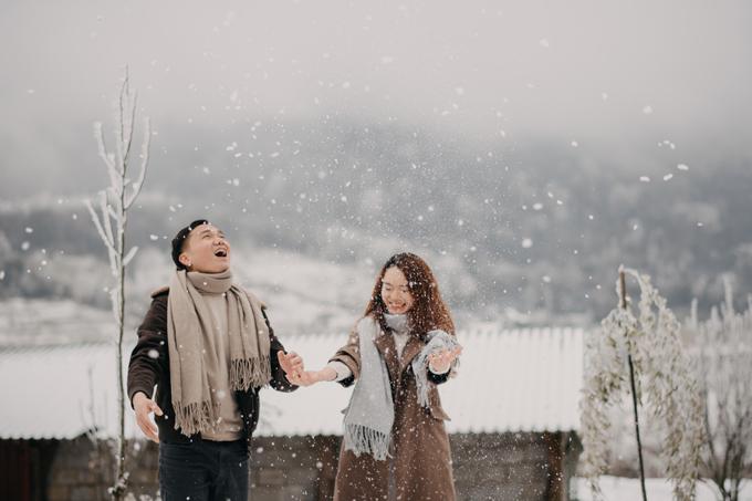 Cô dâu nói: Tôi cảm thấy may mắn khi tuyết rơi và đã chụp được bộ ảnh cưới trong mơ.