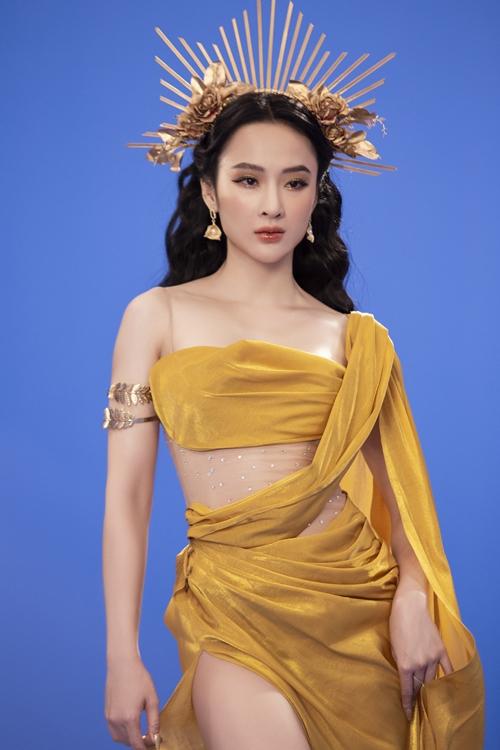 Phương Trinh diện trang phục lấy cảm hứng từ nữ thần Hy Lạp.