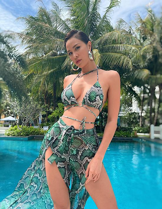 Được ông xã động viên, Phương Mai mang theo rất nhiều bikini và đồ dạo biển phong cách táo bạo để khoe dáng tại Phú Quốc.