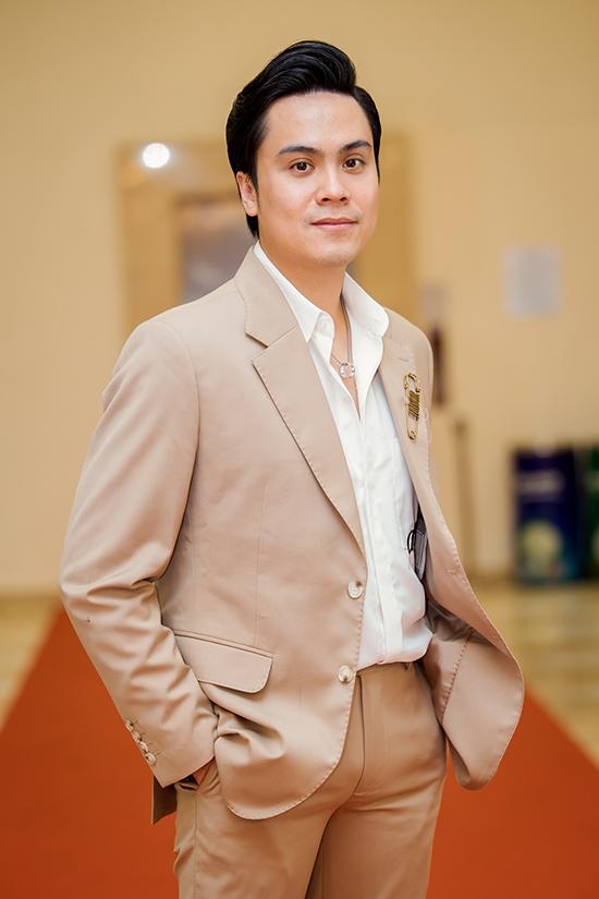 MC Thái Dũng đảm nhận vai trò dẫn dắt chương trình.