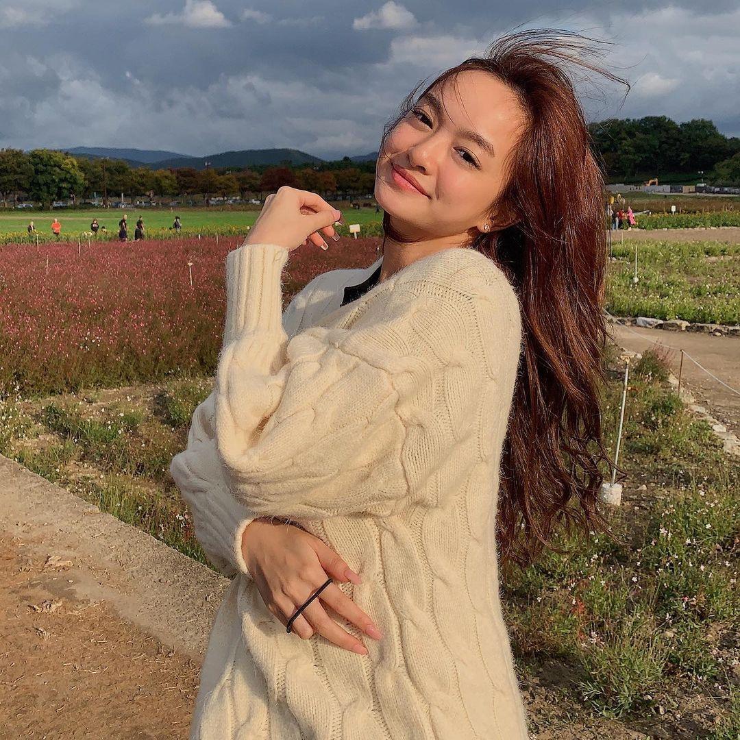 Không có lợi thế về chiều cao nhưng Kaity Nguyễn lại sở hữu gương mặt lai Tây xinh xắn.