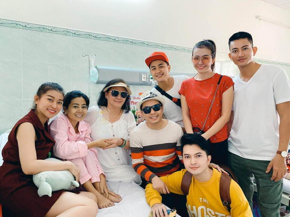 Ái Châu cùng mọi người tổ chức sinh nhật cho Mai Phương dịp 14/1 năm 2020.