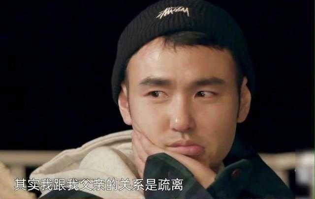 Mắt Nguyễn Kinh Thiên rưng rưng khi nhắc về bố.