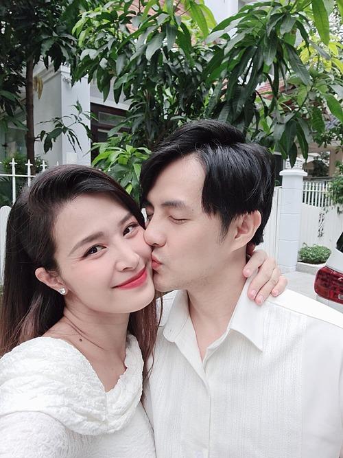 Chúc mừng tuổi 35 của ông bố cưng chiều con gái nhất thế giới nha, Đông Nhi nhắn nhủ ông xã Ông Cao Thắng.