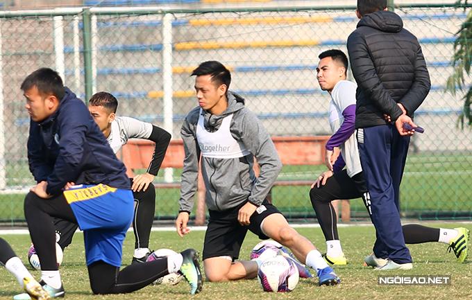 Văn Quyết vừa giành danh hiệu Quả bóng vàng Việt Nam 2020. Sau khi buổi gala kết thúc, anh bay từ TP HCM về Hà Nội để tập luyện cùng các đồng đội.