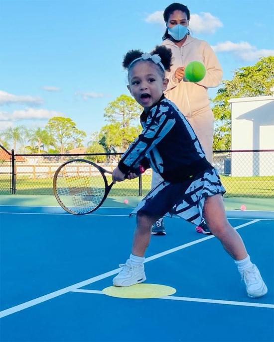 Serena tự hào và thích thú khi con gái Olympia say mê tập tennis. Ảnh: Instagram.