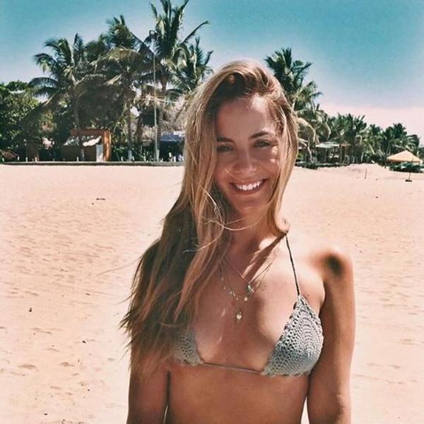 Ngoài là người mẫu Instagram, chị gái sao Juventus còn là giáo viên dạy yoga. Người đẹp 35 tuổi lập blog riêng mang tên   Comoonity chia sẻ những bí quyết sống khỏe đẹp.