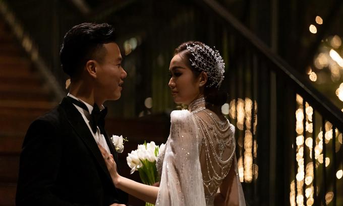 Cô dâu Ninh Thảo, kinh doanh bất động sản đã làm đám cưới ngày 12/12/2020 tại TP HCM. Ninh Thảo tiết lộ cô gặp chồng qua bạn bè, yêu được khoảng 1 năm trước khi tiến tới hôn nhân. Chú rể đã cầu hôn vợ trong một lần trekking.