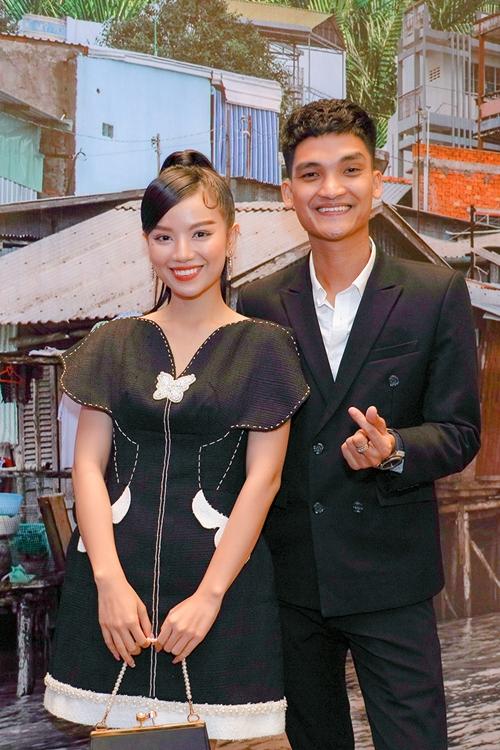 Mạc Văn Khoa và Lê Hạ Anh vào vai cặp vợ chồng hiếm muộn.