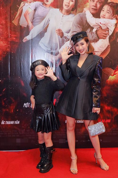 Đóng vai mẹ con trong phim, Ốc Thanh Vân coi diễn viên nhí Bảo Thy như con gái, luôn cưng nặng cô bé.