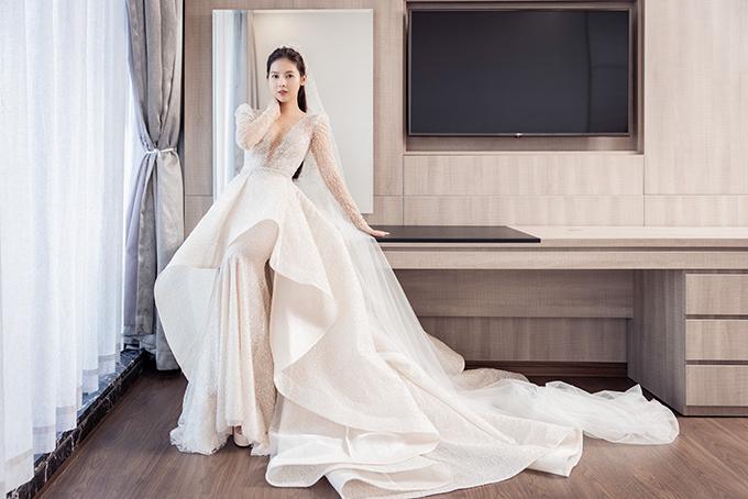 Hôn lễ của Khoa Nguyễn đã được diễn ra cách đây vài ngày. Cô dâu cho biết việc đặt thiết kế váy từ sớm của mình là một quyết định đúng đắn để biến giấc mơ làm công chúa trở thành hiện thực.