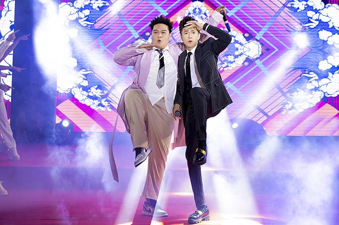 Hai ca sĩ nhảy sung khiến các fan đứng ngồi không yên.