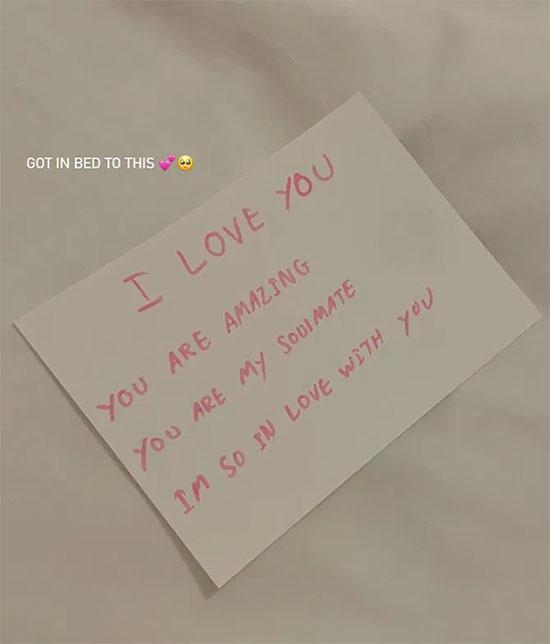 Nội dung mảnh giấy nhắn Brooklyn viết cho vợ sắp cưới. Ảnh: Instagram.