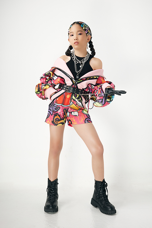 Chương trình Rap hiphop kids fashion show sẽ trình diễn 5 bộ sưu tập đến từ các nhà thiết kế Hà Nhật Tiến, Wuan Phan, Hoàng Tuân, PNK, Ivan Trần.