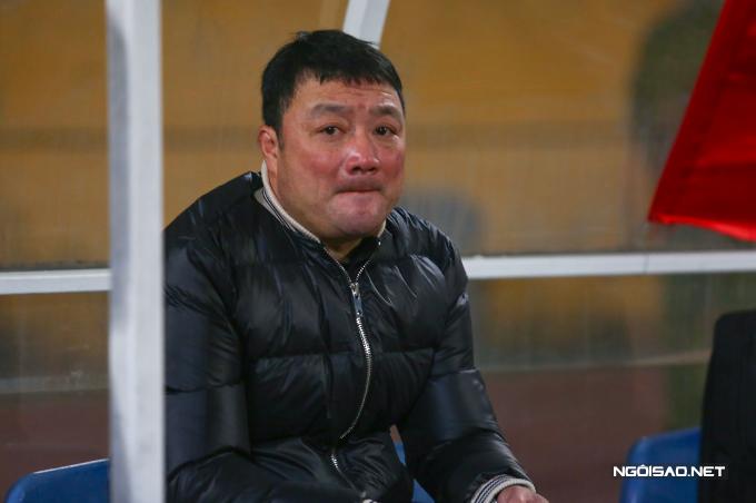 HLV Trương Việt Hoàng khấu giống được nỗi buồn khi đội nhà thất bại ngay ở ngày ra quân V-League 2020.