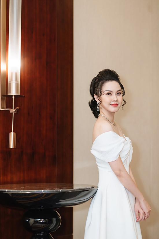 Hoa hậu Thân thiện 2008 hiện vẫn duy trì thói quen ăn ít để duy trì mức cân 55 kg.