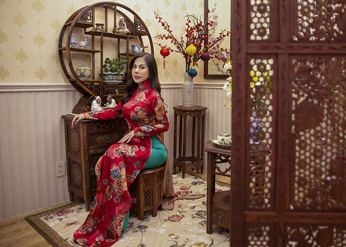 Người đẹp vì môi trường 2020 sở hữu nhan sắc dịu dàng, đằm thắm. Trong các sự kiện trọng đại hoặc các ngày lễ lớn của dân tộc, Như Quỳnh thích mặc áo dài kiểu truyền thống kín đáo.