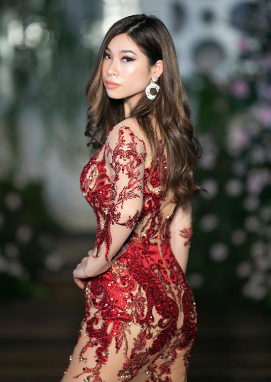 Princess Lam - con gái Lý Hương - tự tin trình diễn một thiết kế dạ hội dành cho  mùa xuân của Hoàng Hải.