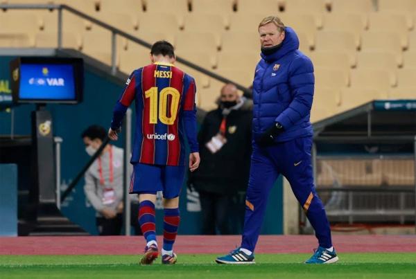 Tấm thẻ đỏ của đội trưởng Messi khép lại một trận chung kết buồn cho Barca. Ảnh: Reuters.