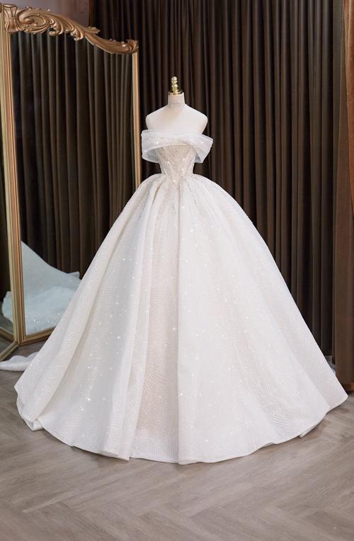 Khi chọn váy có gọng siết eo độc quyền, vòng eo của nàng có thể thu nhỏ từ 8 - 12 cm mà không cần ép cân hay can thiệp phẫu thuật thẩm mỹ.