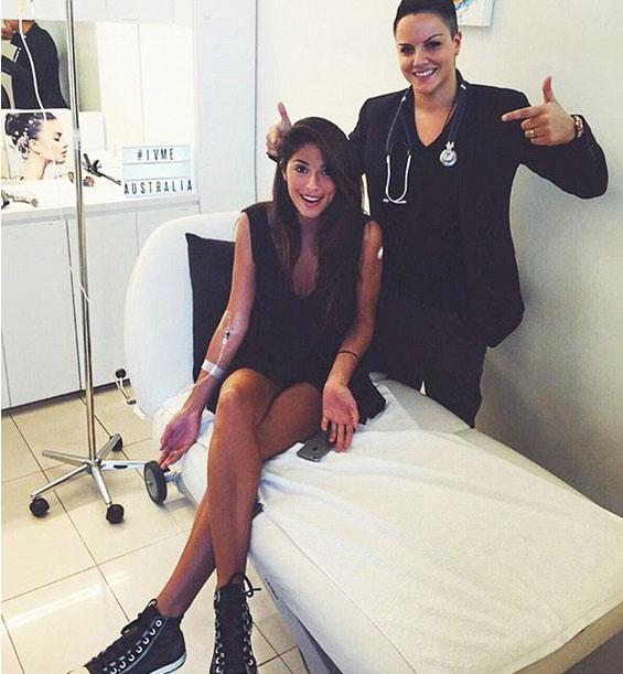 Người mẫu Australia - Pea Miller là một tín đồ của Reviv