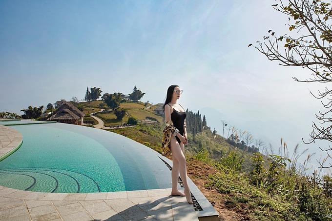 Hoa hậu Giáng My diện bikini khoe thân hình nóng bỏng giữa tiết trời 10 độ C ở Sapa. Vóc dáng của mỹ nhân tuổi 50 khiến nhiều người ngưỡng mộ.