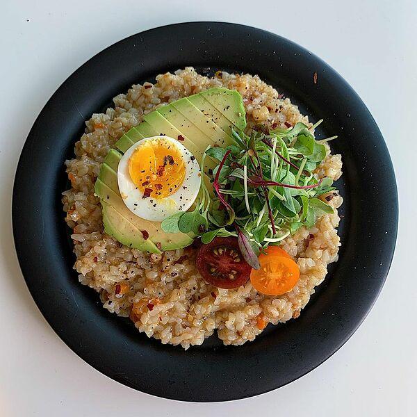 Trứng giúp no lâu, hạn chế ăn vặt, hỗ trợ giảm cân và tăng cường cơ bắp.