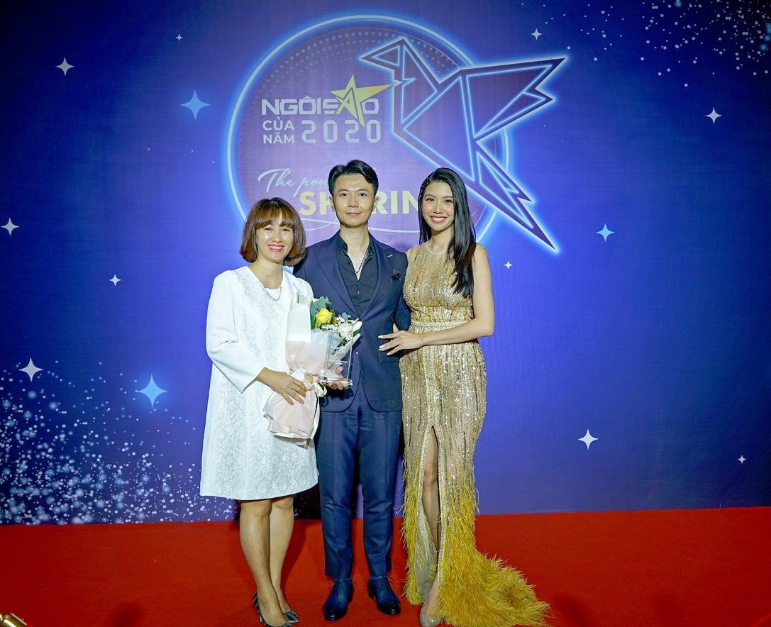 Gia đình Thúy Vân - Nhật Vũ và bà Minh Ngọc - Đại diện Con Cưng.