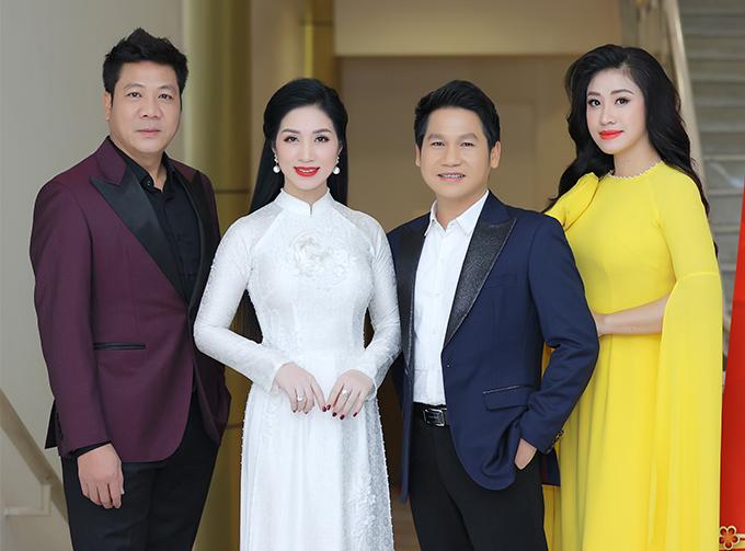 Chương trình còn có sự tham gia của NSND Quốc Hưng, ca sĩ Phương Nga, NSƯT Tấn Minh (từ trái sang).