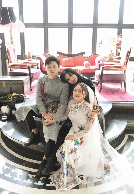 Thanh Lam bên con gái và con rể tương lai.