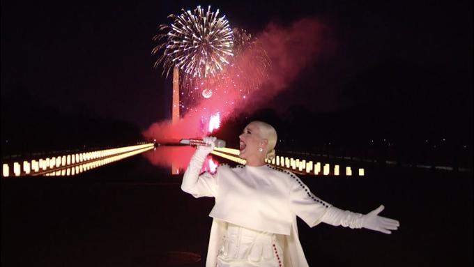 Katy Perry trong đêm nhạc chúc mừng nước Mỹ tối 20/1.