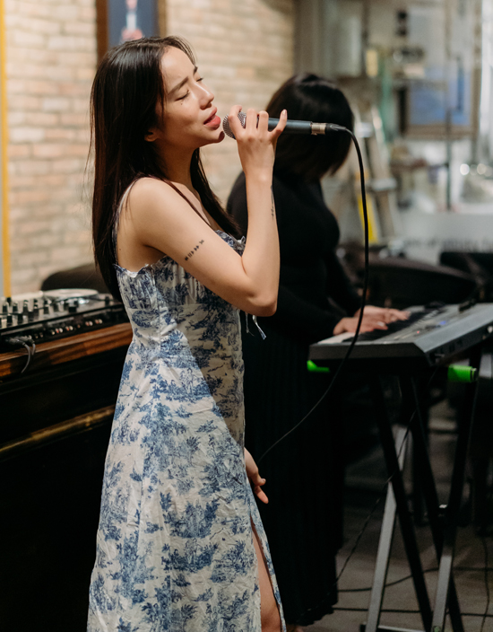 LyLy cho biết cô sẽ mang đến những ca khúc quen thuộc, được nhiều khán giả yêu thích trong chương trình A date of Gatsby.