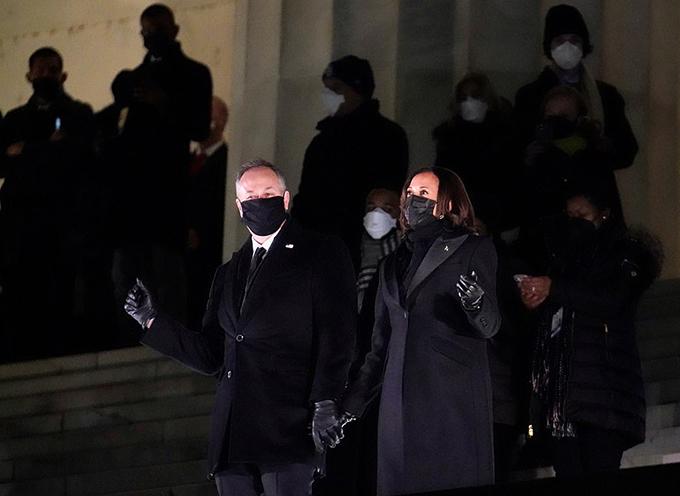Gia đình Biden xem bắn pháo hoa mừng lễ nhậm chức - 2