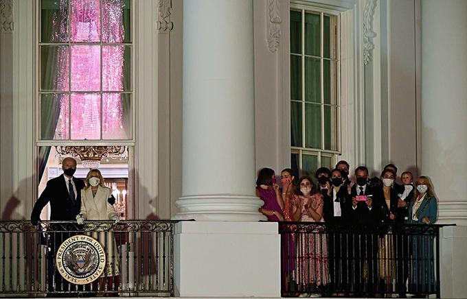 Gia đình Biden xem bắn pháo hoa mừng lễ nhậm chức - 8